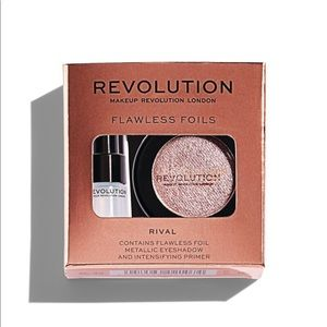 MAKEUP REVOLUTION Flawless Foil In Rival